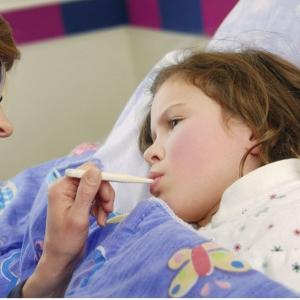 幼儿急疹 宝宝生病了肿么办?